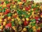 Нахут с червени чушки и зелени маслини на фурна  (ястие на деня)