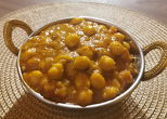 KABULI MASALADAR chickpeas with onion, sauce and spices