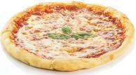 Пица Маргарита /домати, Моцарела, босилек/