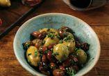 Подбрани маслини с билки, сушен домат и каперси 120 г.