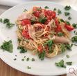 Спагети с риба тон, чери домати, магданоз и чесън  (ако искате прясна паста, цената ще бъде + 2 лв. Моля отбележете в коментар към поръчката)
